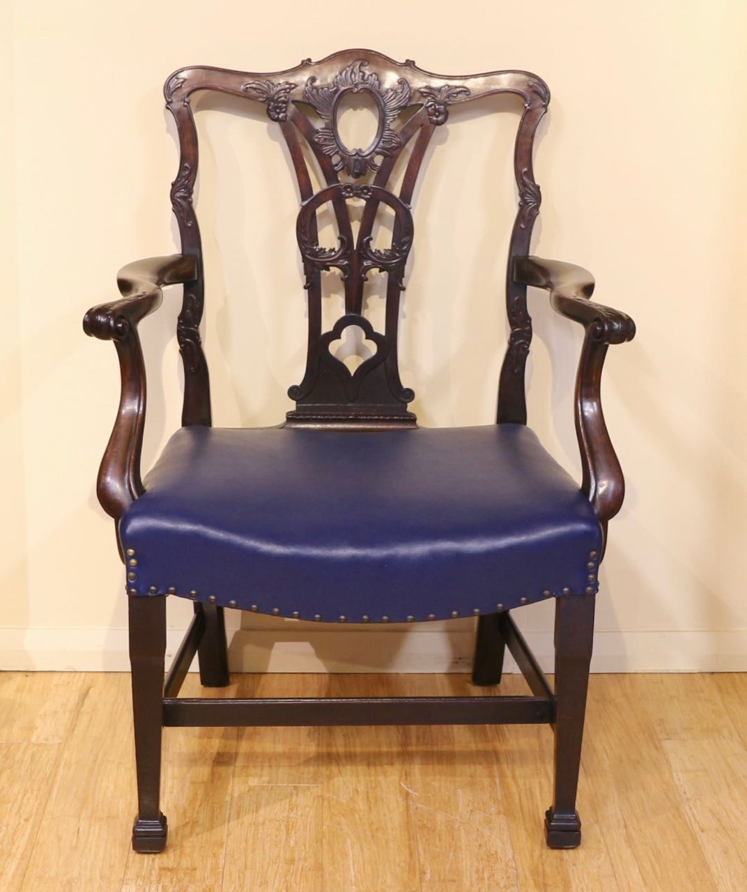 Set Of 8 Antique Chippendale Mahogany Dining Chairs